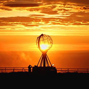 Trem Golden Eagle e a Terra do Sol da Meia Noite
