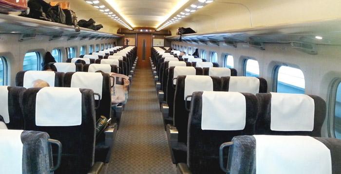 Trem no Japão poltronas